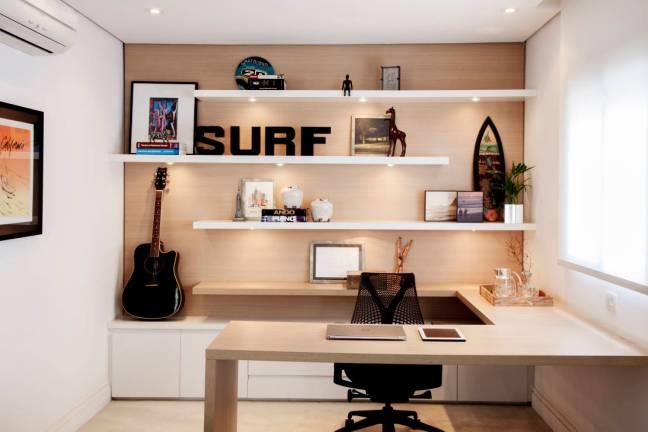 home_office__helo_marques__surf__prateleira_com_ilumina__o