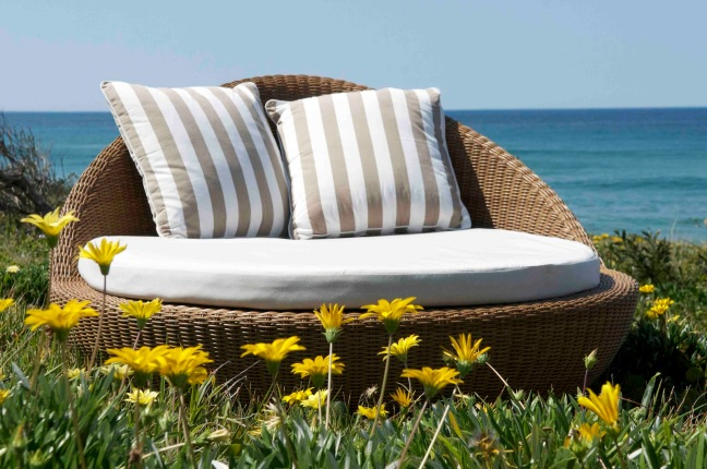outdoor-daybed-cushion-3-wicker-daybed-outdoor-furniture-1600-x-1063