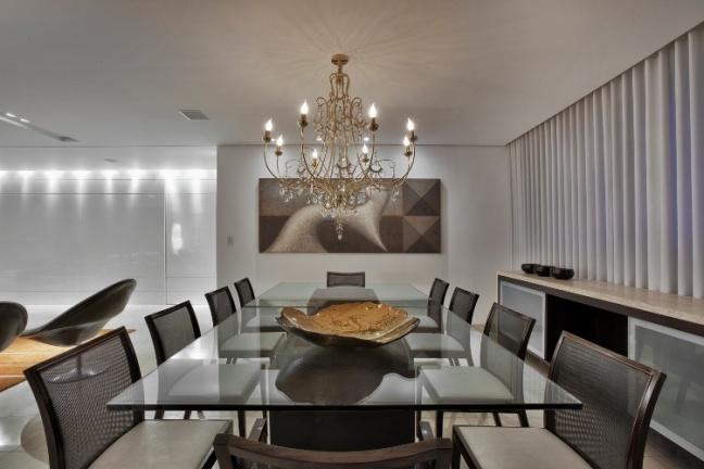 parte-do-living-a-sala-de-jantar-foi-criada-pela-arquiteta-cristina-menezes-as-duas-grandes-mesas-da-artefacto-dao-versatilidade-ao-ambiente-permitindo-o-uso-de-apenas-uma-para-1366840930754_750x500