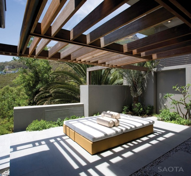 relaxing-outdoor-daybed-on-the-modern-terrace-design-with-hardwood-screens-panels-ideas-1024x947